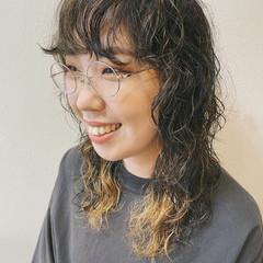 ガーリー セミロング スパイラルパーマ 前髪パーマ ヘアスタイルや髪型の写真・画像