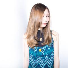 ヌーディベージュ 外国人風 ハイトーン ストリート ヘアスタイルや髪型の写真・画像