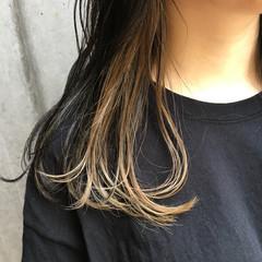 セミロング ミルクティーアッシュ ストリート ミルクティーベージュ ヘアスタイルや髪型の写真・画像