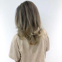 極細ハイライト セミロング エアータッチ ベージュ ヘアスタイルや髪型の写真・画像