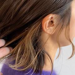 インナーカラー ガーリー イヤリングカラー 切りっぱなしボブ ヘアスタイルや髪型の写真・画像