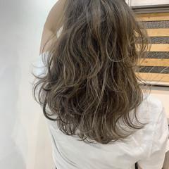 ベージュ グラデーション アッシュベージュ ストリート ヘアスタイルや髪型の写真・画像