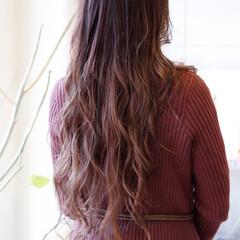 ピンク フェミニン ロング ハイライト ヘアスタイルや髪型の写真・画像