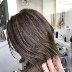 ミディアム ストリート クリーミーカラー ホワイトハイライト ヘアスタイルや髪型の写真・画像