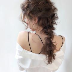ふわふわヘアアレンジ ナチュラル セミロング 編みおろし ヘアスタイルや髪型の写真・画像
