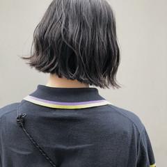 切りっぱなしボブ ガーリー 黒髪 波ウェーブ ヘアスタイルや髪型の写真・画像