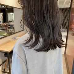 ミディアム デジタルパーマ 透明感カラー くびれカール ヘアスタイルや髪型の写真・画像