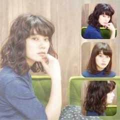 ワイドバング 黒髪 前髪あり ナチュラル ヘアスタイルや髪型の写真・画像