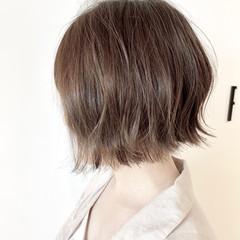 カーキアッシュ ショートボブ フェミニン 大人可愛い ヘアスタイルや髪型の写真・画像
