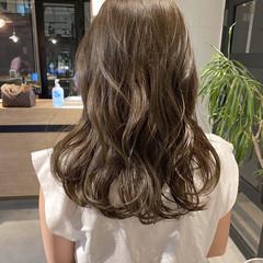 ミディアム グレージュ アッシュベージュ オリーブベージュ ヘアスタイルや髪型の写真・画像