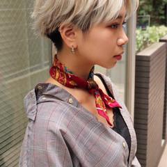 グレージュ ベージュ フェミニン ショート ヘアスタイルや髪型の写真・画像