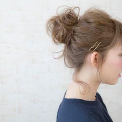 簡単ヘアアレンジ ヘアピン お団子 グレージュ ヘアスタイルや髪型の写真・画像