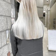 ミルクティーベージュ ボブ 切りっぱなしボブ フェミニン ヘアスタイルや髪型の写真・画像