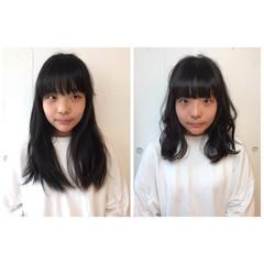 フェミニン ミディアム カール 内巻き ヘアスタイルや髪型の写真・画像