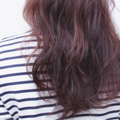 ナチュラル ラベンダーピンク グレージュ パーマ ヘアスタイルや髪型の写真・画像