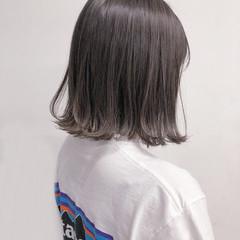 グレージュ 切りっぱなしボブ ラベンダーグレージュ ナチュラル ヘアスタイルや髪型の写真・画像