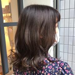 ナチュラル ウルフカット グラデーションカラー ツヤツヤ ヘアスタイルや髪型の写真・画像