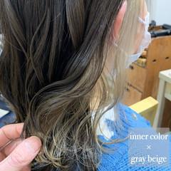 ミディアム ホワイトベージュ インナーカラー イヤリングカラー ヘアスタイルや髪型の写真・画像