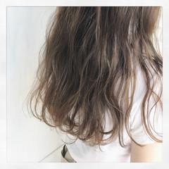 ハイトーン アッシュベージュ ロング ナチュラル ヘアスタイルや髪型の写真・画像
