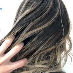 グラデーションカラー セミロング ブリーチ必須 バレイヤージュ ヘアスタイルや髪型の写真・画像