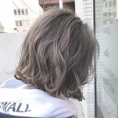 ミルクティーグレージュ ボブ 切りっぱなしボブ アッシュグレージュ ヘアスタイルや髪型の写真・画像