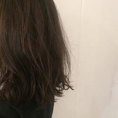 グラデーションカラー アッシュ 暗髪 セミロング ヘアスタイルや髪型の写真・画像