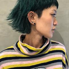 ウルフカット マッシュ ショート 外ハネ ヘアスタイルや髪型の写真・画像