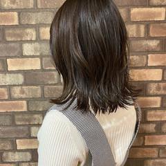 ミディアム オリーブベージュ オリーブカラー ナチュラル ヘアスタイルや髪型の写真・画像