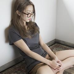 セミロング ハイライト パーマ 暗髪 ヘアスタイルや髪型の写真・画像