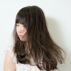 ロング 暗髪 ナチュラル フェミニン ヘアスタイルや髪型の写真・画像