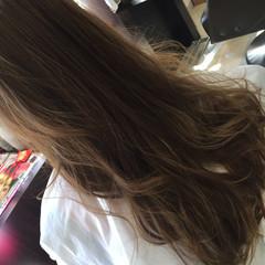 ロング ウェーブ イエローベージュ 上品 ヘアスタイルや髪型の写真・画像