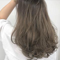 ロング バレイヤージュ オリーブベージュ レイヤーカット ヘアスタイルや髪型の写真・画像