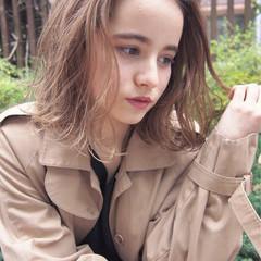 ミディアム ニュアンス グラデーションカラー ベージュ ヘアスタイルや髪型の写真・画像