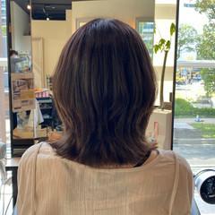 ミディアム ウルフ女子 レイヤーカット 簡単スタイリング ヘアスタイルや髪型の写真・画像