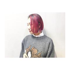 ピンク アッシュ ボルドー グレージュ ヘアスタイルや髪型の写真・画像