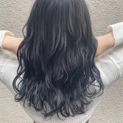 ナチュラル ロング アッシュグレー 透け感アッシュ ヘアスタイルや髪型の写真・画像