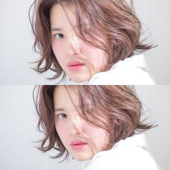 レイヤーカット シースルーバング 外国人風 ナチュラル ヘアスタイルや髪型の写真・画像