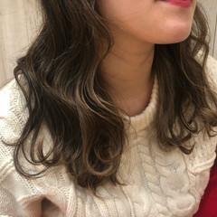 ヘアアレンジ デート パーマ フェミニン ヘアスタイルや髪型の写真・画像