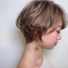 白髪染め ショートボブ ハイライト ミルクティーグレージュ ヘアスタイルや髪型の写真・画像