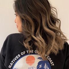 グレージュ 外国人風カラー グラデーションカラー エレガント ヘアスタイルや髪型の写真・画像