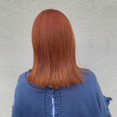 アプリコットオレンジ ブリーチカラー ナチュラル ミディアム ヘアスタイルや髪型の写真・画像