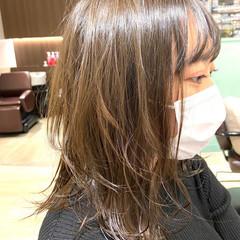 ミディアム オリーブブラウン オリーブカラー ナチュラル ヘアスタイルや髪型の写真・画像
