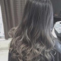 セミロング 外国人風 グラデーションカラー アッシュ ヘアスタイルや髪型の写真・画像