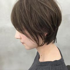 フェミニン ショート ショートボブ アッシュグレージュ ヘアスタイルや髪型の写真・画像