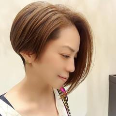 ミニボブ 切りっぱなしボブ ショートボブ フェミニン ヘアスタイルや髪型の写真・画像