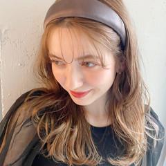 こなれ感 ガーリー アンニュイほつれヘア ベージュ ヘアスタイルや髪型の写真・画像