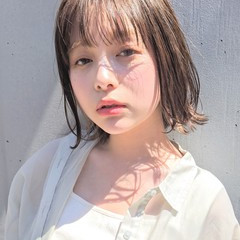外ハネ フェミニン デート シースルーバング ヘアスタイルや髪型の写真・画像