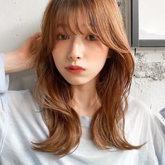 流し前髪 ミディアム ゆるふわパーマ ナチュラル ヘアスタイルや髪型の写真・画像