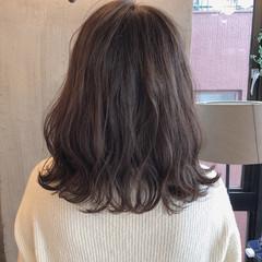 ロブ デート オフィス アンニュイ ヘアスタイルや髪型の写真・画像