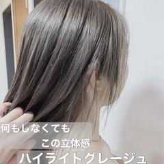 ミルクティーベージュ 極細ハイライト ハイライト 大人ハイライト ヘアスタイルや髪型の写真・画像